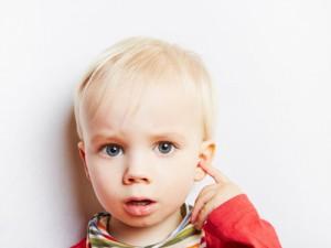 Aufbissschiene verhindert Mittelohrentzündung bei Kindern (© Robert Kneschke - Fotolia.com)